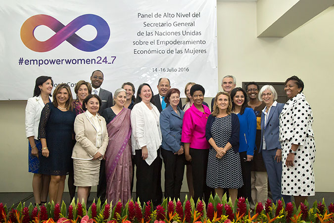 Members of the Secretary-General's High Level Panel on Women's Economic Empowerment pose for a group photo on 15 July 2016. Photo: Office of the President of Costa Rica/Roberto Sanchez
